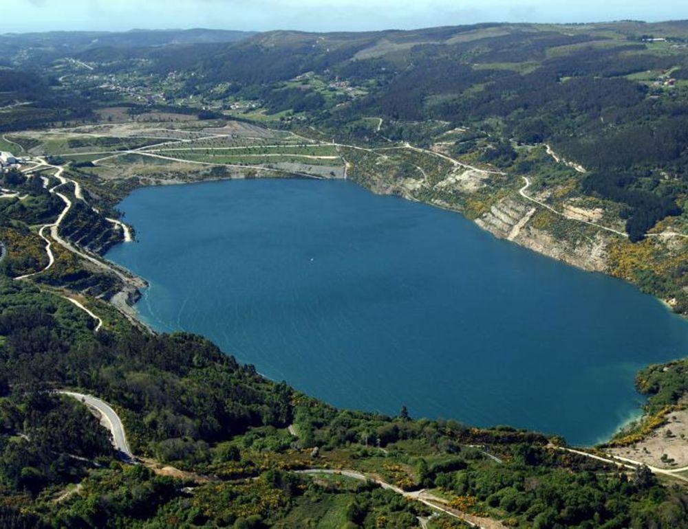 BIZARRO: Mina desativada é transformada no maior lago artificial do mundo